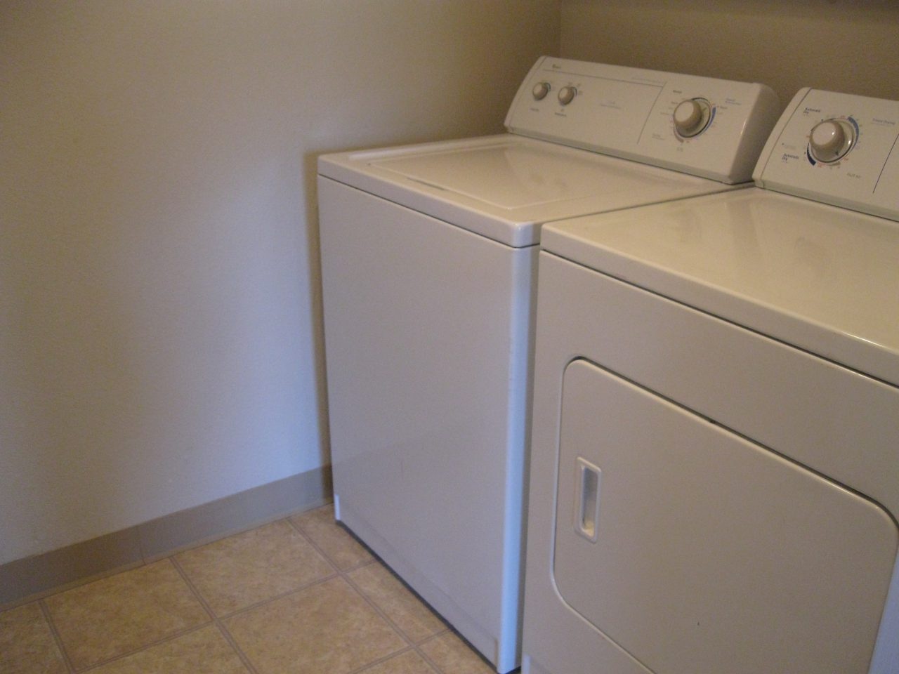 silver-creek-laundry-room-e1485140822846